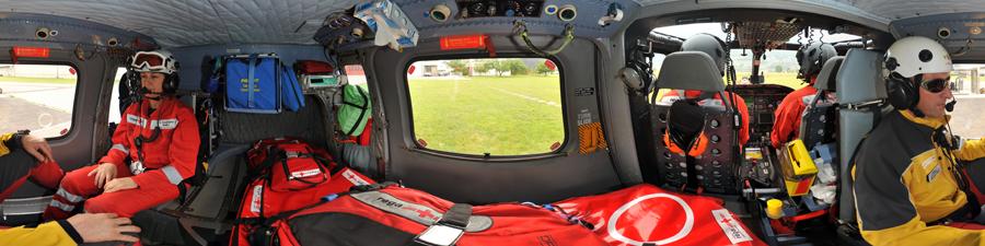Visite virtuel hélicoptère de la REGA da Vinci A109 power avec son équipage de secours