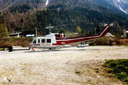 BELL 205 A1 BELL 205 A1 C-FHVX posé à Argentière 74, société AVIAGRI