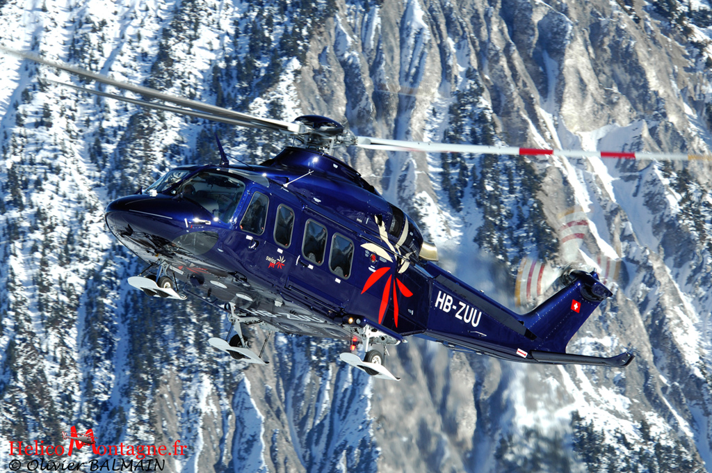 Hélicoptère AW139 en final sur Courchevel