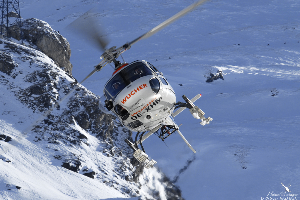 AS350 B3 WUCHER Helicopter en final sur Val d'Isere 73