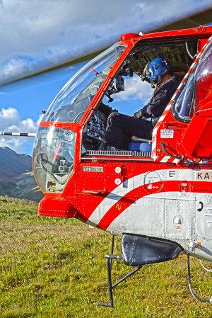 Hélicoptère posé après un héliportage d'une remontée mécanique France