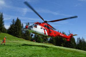 hélicoptère super puma - héliportage en montagne - montage remontée mécanique FRANCE