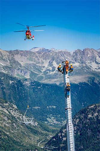 hélicoptère kamov KA32 montage remontée mécanique à Chamonix haute-savoie France