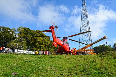 Héliportage - hélitreuillage pylone radio dans le jura Français hélicoptère Super Puma