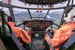 heliportage hélicoptère super puma en vol pour mission transport en ville