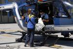 Les secouristes du PGHM 04 regarde les cartes pour le secour