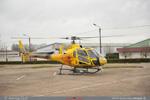 Ecureuil AS350 B3+ F-HFBI posé sur le parking de la zone industriel de Dijon