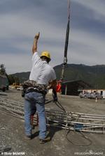 Chantier renforcement de ligne avec la société LEBAG, héliportage de charge
