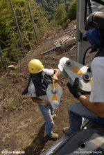 Transport de poulie pour les hommes sur les pylones avec le F-HADE