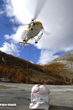 Levage des charges pour le relais à Val d'Isère