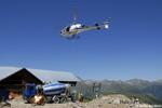 La toupie de béton et l'AS350 B3 sur le chantier G2