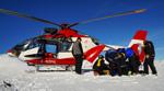 SAF Hélicoptères Base secours Courchevel - Médicalisation de la victime pour l'évacuer vers l'hopital de Moutier