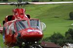 BELL 412 OE-XYY au décollage, les helpeurs au sol sont pret
