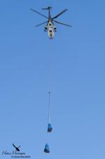 Super Puma AS332M1 avec les charges à l'élingue