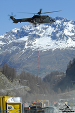 Super Puma AS332 M1 sur l'air d'accrochage des charges